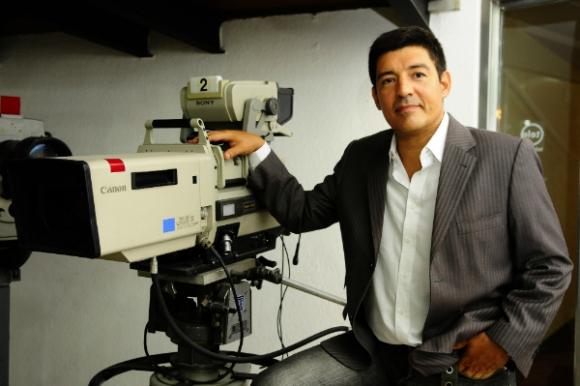 Aldo Silva en Canal 12 (Foto: Marcelo Bonjour)