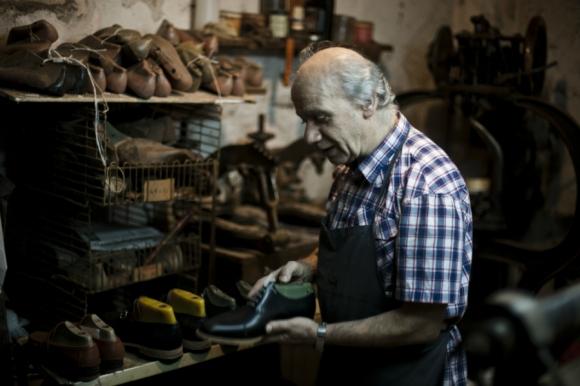 Bisignano: Carmelo, uno de los tres hermanos que dirigen la zapatería es consciente de que el oficio