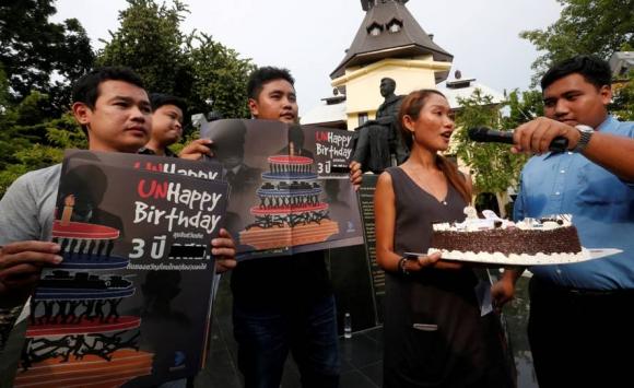 Protestas estudiantiles a tres años del golpe de Estado en Tailandia. Foto: Reuters.
