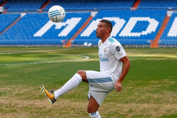 Theo Hernández no pudo dominar muy bien la pelota en su presentación. Foto: Reuters
