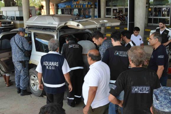 Bolivianos detenidos con droga. Foto: Daniel Rojas