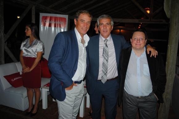Eduardo Acevedo, entrenador de Defensor, el periodista Edward Piñon  y Daniel Rosas, editor de Ovación.