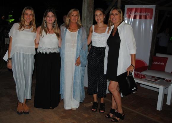 Paulina Cassarotti, Monica Beltrán, Magdalena Scheck, Ivanna Rodriguez y Ana Cordano, de El País.