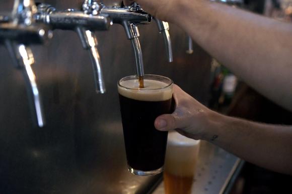 Variedad. En botella y con más sabores es el futuro de la cerveza artesanal. (Foto: Fernando Ponzetto)