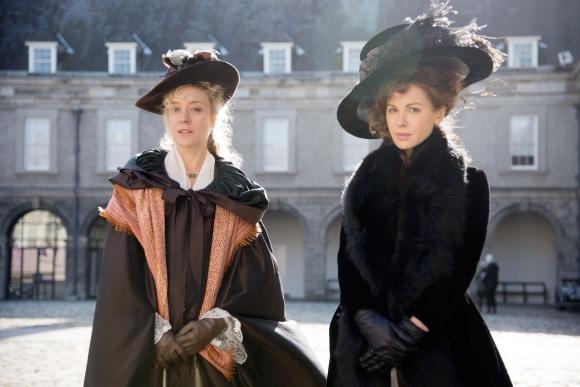 Chlöe Sevigny y Kate Beckinsale en una historia del siglo XVIII.