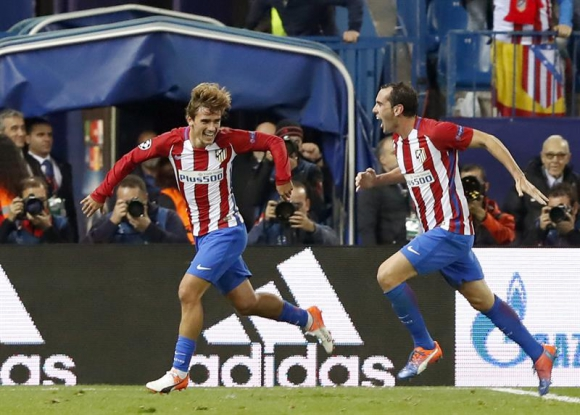 Griezmann y Godín celebran el tanto de Atlético Madrid. Foto: EFE