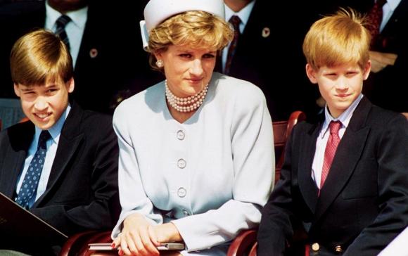 Lady Di junto a sus dos hijos. Foto: AFP