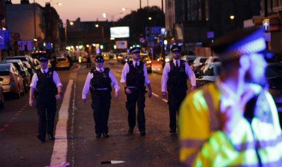 La Policía confirmó varios heridos por vehículo que atropelló peatones en Londres. Foto: AFP