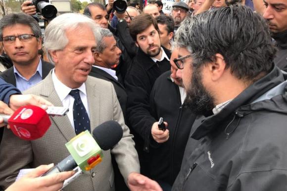 Tabaré Vázquez en su llegada al Consejo de Ministros abierto. Foto: Pablo Fernández.