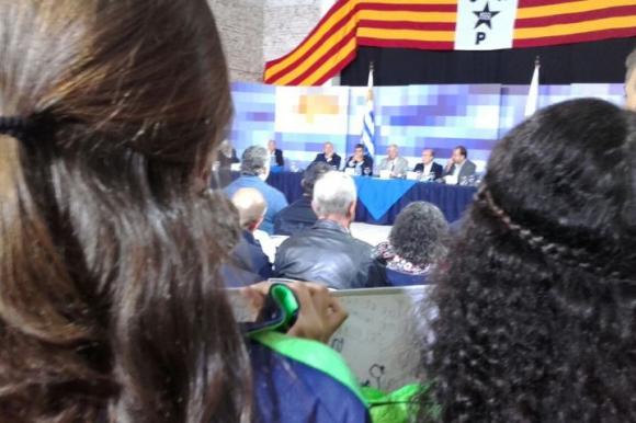 Consejo de Ministros abierto en la sede del Club Atlético Progreso. Foto: Tomer Urwicz.