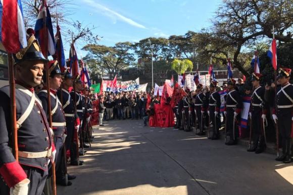 Protestas fuera del Consejo de Ministros. Foto: Pablo Fernández.