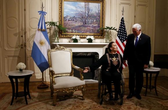 Los vices: Michetti y Pence en la Casa Rosada. Foto: Reuters