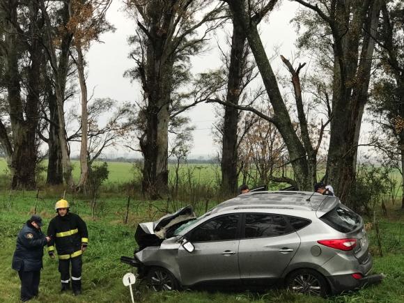 Familia chocó en el kilómetro 296 de ruta 3. Foto: Gerardo Arévalo de radio Young
