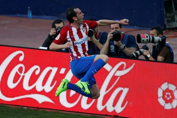 Diego Godín anotó para Atlético de Madrid ante Sevilla. Foto: Reuters