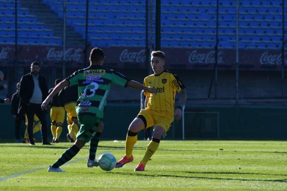 Guillermo Varela en su debut en el Clausura en El Tanque Sisley. Foto: Ariel Colmegna