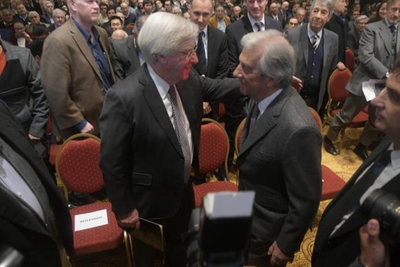 Danilo Astori y el presidente Vázquez en la presentación del proyecto Ferrocarril Central. Foto: F. Flores