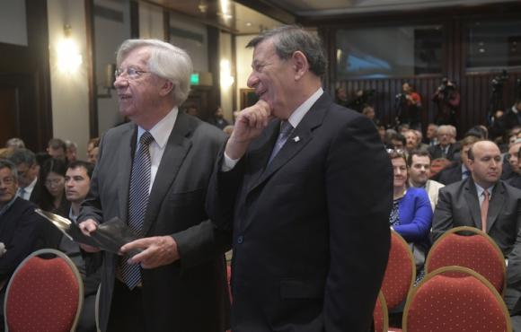Los ministros Astori y Nin en la presentación del proyecto Ferrocarril Central. Foto: F. Flores