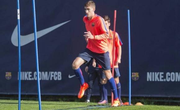 Santiago Bueno tuvo su primer entrenamiento con la Masía de Barcelona. Foto: @FCBmasia