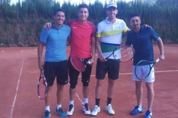 Por unas horas, Giménez y Godín fueron tenistas uruguayos. Foto: @LevanteCastello