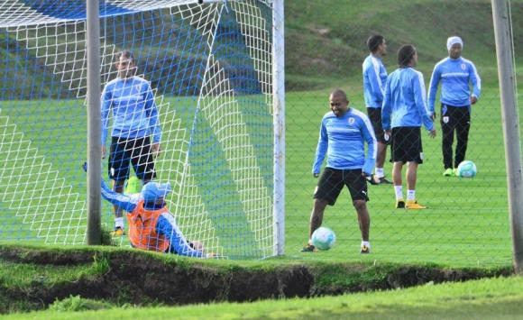 Luis Suárez entrenó con normalidad en la previa al partido ante Argentina. Foto: Gerardo Pérez