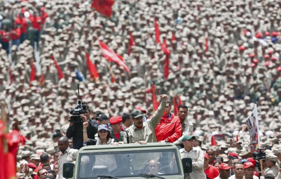 Maduro encabezó un acto en homenaje a la MIlicia Nacional Bolivariana. Foto: AFP