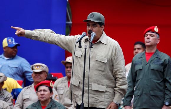 Maduro encabezó homenaje a la Milicia Nacional Bolivariana. Foto: Reuters