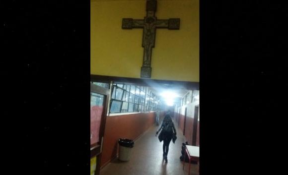 Laicidad: Cruz en el liceo 69 de Casavalle. Foto: Fenapes