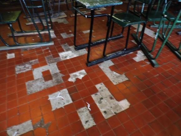 Fenapes presentó imágenes de las carencias edilicias que presentan varios liceos. Foto: Fenapes