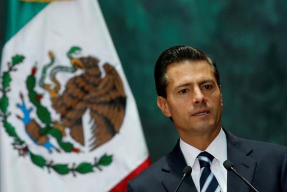 Aseguran que casi el 30% de la tesis de Enrique Peña Nieto fue plagiada. Foto: Reuters.