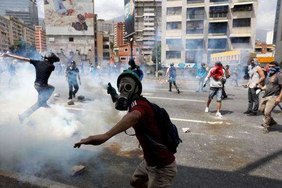 Venezuela vivió ayer otra jornada de violencia. Foto: Reuters