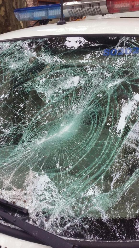 Patrullero destrozado en Lezica. Foto: Claudio Zavala