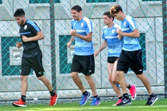 Los futbolistas que jugaron ante Italia hicieron trabajos de recuperación. Foto: @Uruguay