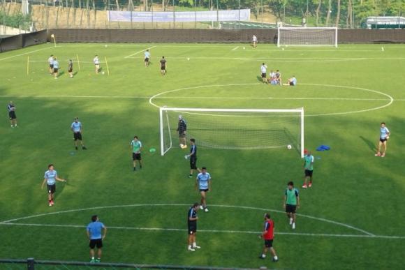 Uruguay trabajó en la cancha anexa del Estadio Mundialista de Suwon. Foto: @Uruguay