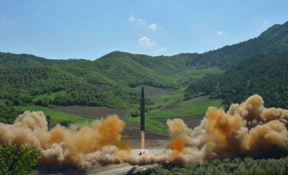 Según la versión norcoreana, el misil alcanzó una altitud de 2.802 km. Foto: Reuters