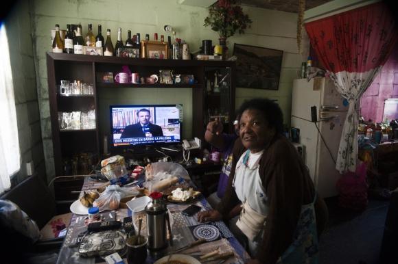 Vecinos de Isla de Gaspar en Cno. Carrasco y Zum Felde se quejan por la humedad de la viviendas. Foto. F. Ponzetto