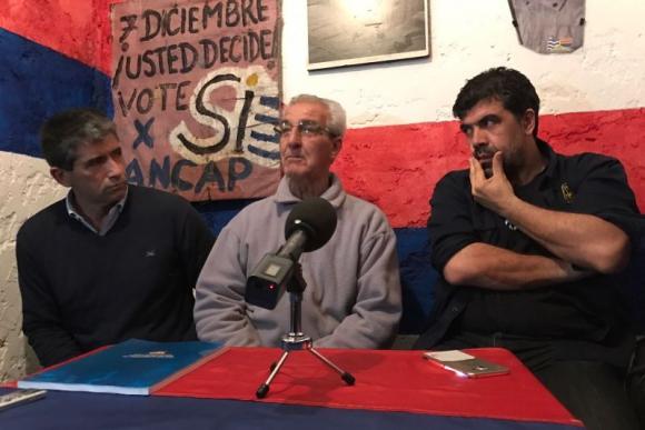 Raúl Sendic y Óscar Andrade en el comité Unidad teja. Foto: Pablo Fernández.