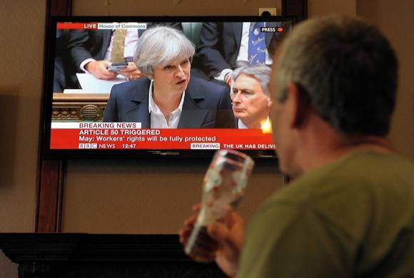 Theresa May ayer en el Parlamento oficializando la salida de la UE. Foto: AFP