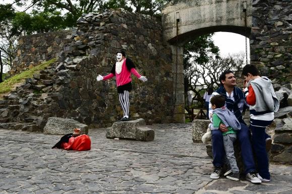 Muchos turistas eligen Colonia del Sacramento para las vacaciones de julio. Foto: Gerardo Pérez