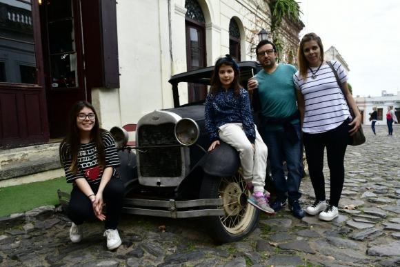 Rafael, su esposa Cristina y sus hijas Paulina y Micaela son de Canelones. Foto: G. Pérez