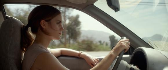 Emma Watson es una joven que entra a trabajar a la empresa tecnológica número uno.
