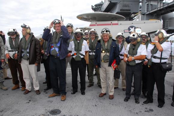 Políticos uruguayos visitaron el USS Carl Vinson en 2010. Foto: Embajada de EEUU
