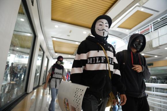 La Policía mantuvo un nuevo choque con opositores a Maduro en al menos cuatro centros comerciales. Foto: AFP