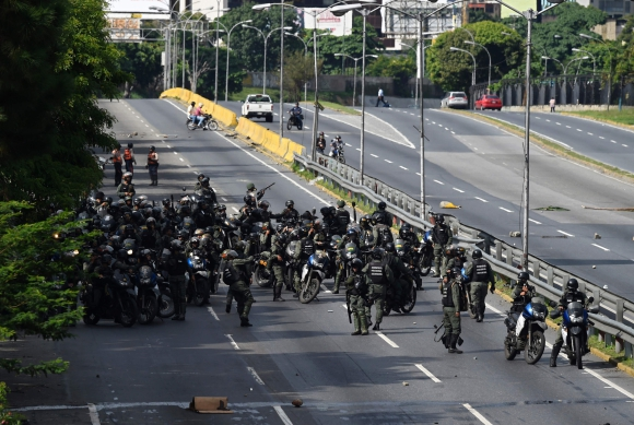 La Policía mantuvo un nuevo choque con opositores a Maduro. Foto: AFP