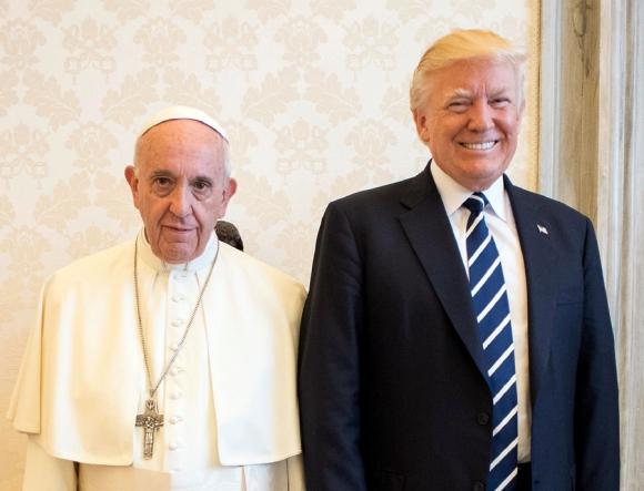 El Papa y Donald Trump ayer: hablaron de paz. Foto: AFP