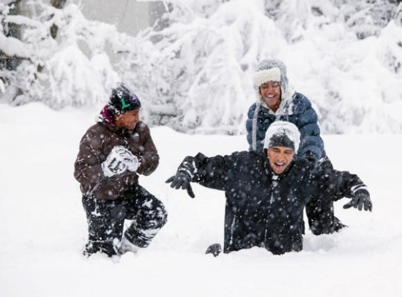 Uno de sus días de trabajo preferidos fue cuando pudo fotografiar al presidente jugando con sus hijas en la nieve.