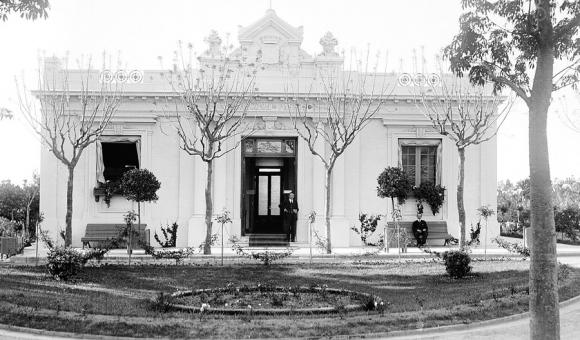 La Casona del Jardín Botánico en donde funcionó la sede de la división de Paseos Públicos, año 1917. Foto: Centro de Fotografía