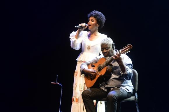 Teresa y Carlinhos Sete Cordas, un genio musical de Niteroi