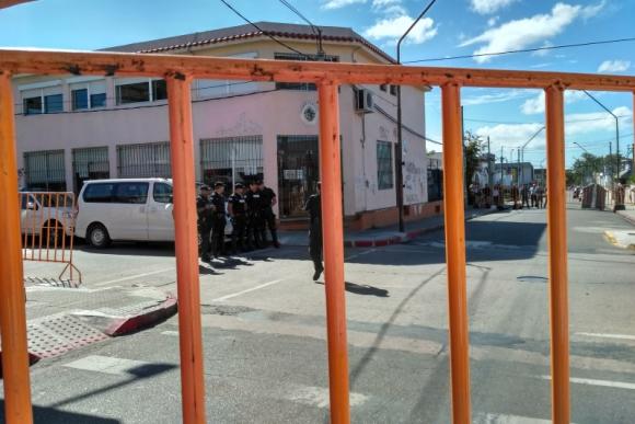 Vallado en el juzgado penal de cuarto turno en Maldonado. Foto: Ricardo Figueredo.