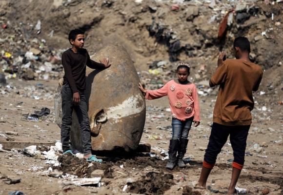 Restos de la estatua hallada en Egipto. Foto: Reuters