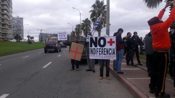 Protesta de venezolanos en Kibón. Foto: El País